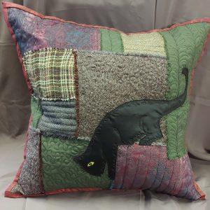 rankų darbo dekoratyvinė pagalvė su katino piešiniu