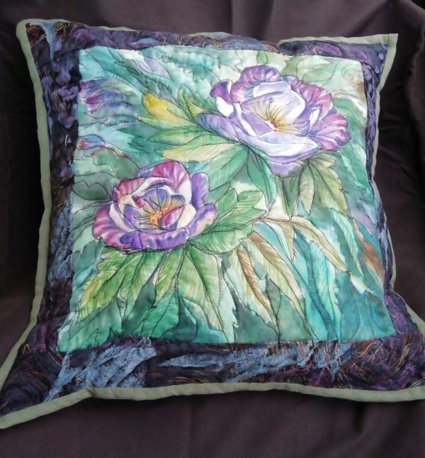 spalvinga rankų darbo dekoratyvinė pagalvė