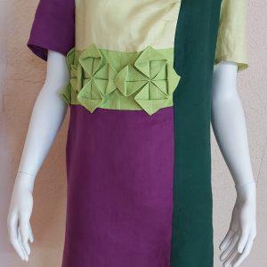 lininė suknelė uždėta ant manekeno